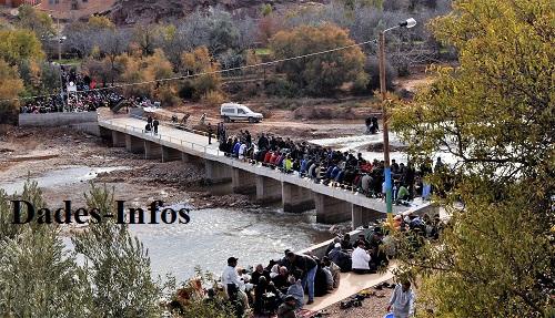Une noble initiative de «Twiza» à «Ayt Hmouden»  a réussi la construction d'un pont