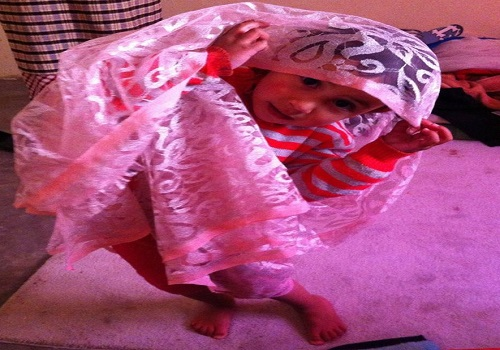 نشطاء يجلدون المندوب الجهوي لوزارة الصحة بدرعة تافيلالت بسبب تصريحاته حول حادث الطفلة «إيديا»