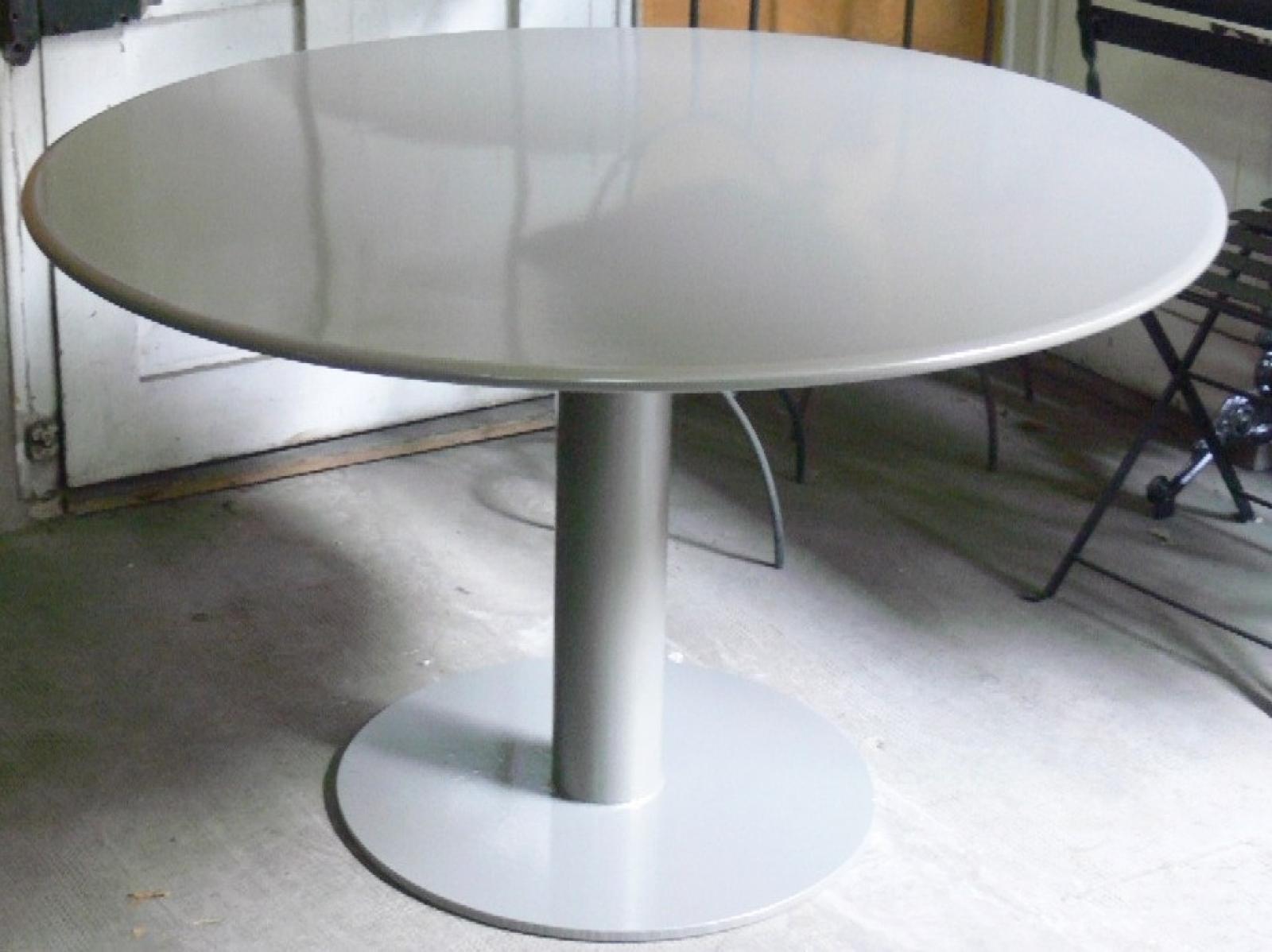 Mesa Disco giant con sobre de plancha de 120 cm pintado gris plata