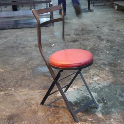 Silla Melibea hierro barnizado con asiento tapizado en cuero rojo
