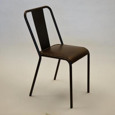 Silla rochelle con asiento tapizado en piel envejecida estructura hierro barnizado
