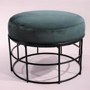 Puff Arnes H-45 estructura en negro con asiento en terciopelo verde esmerada