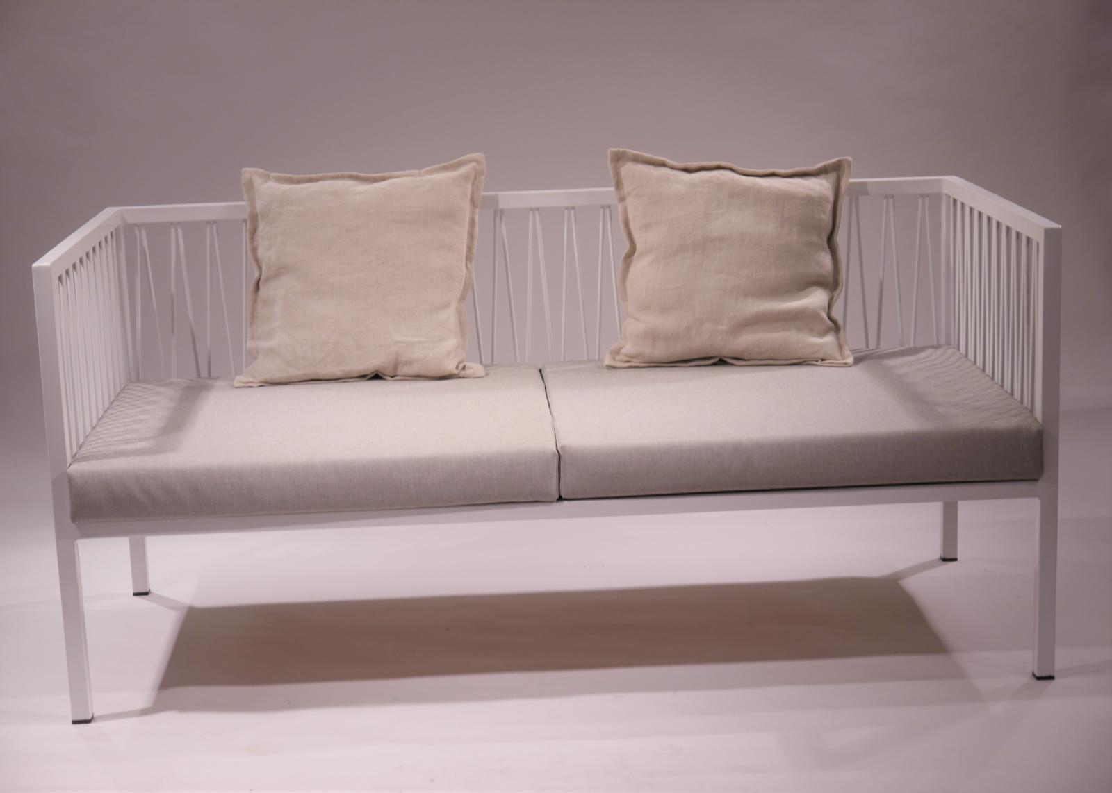 Sofa Montsant estructura de hierro lacado en blanco