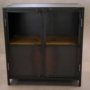 Armario Vielha 2 puertas en hierro barnizado y estantes de pino envejecido