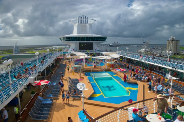 Royal Caribbean Majesty of the Seas - Pool and Sundeck