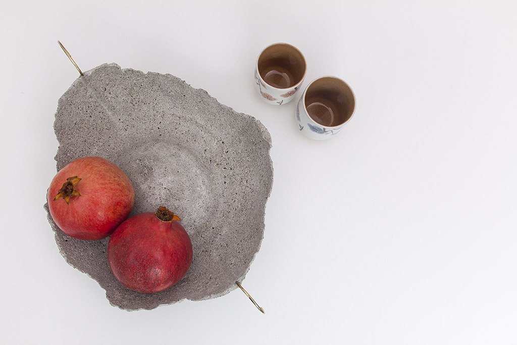 Narciso Concrete Vase With Brass Handle Image