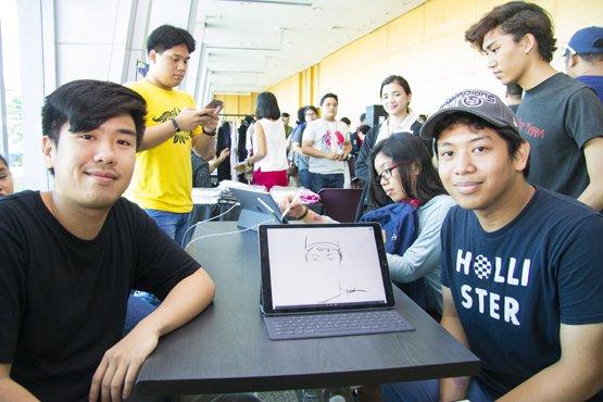 Peterich Chiu Wan sketches the portrait of an attendee