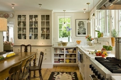 farmhouse kitchen idea on DagmarBleasdale.com