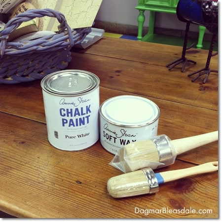 Annie Sloan chalk paint sample and brushes