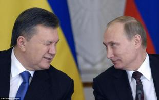 Viktor Yanukovych fa l occhiolino a Vladimir Putin