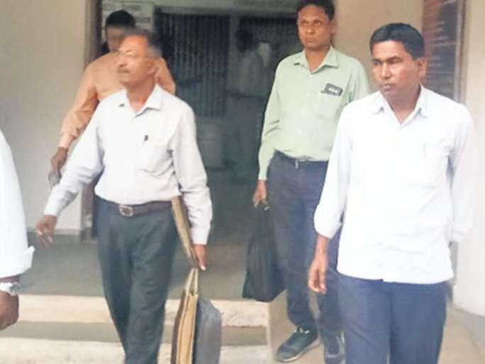 Dhanpur taluka panchayat took away the bribe of 8000 Gram Sevak