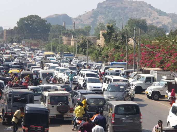 On the third day in Pavagadh, 5000 vehicles coming 4 km traffic jam