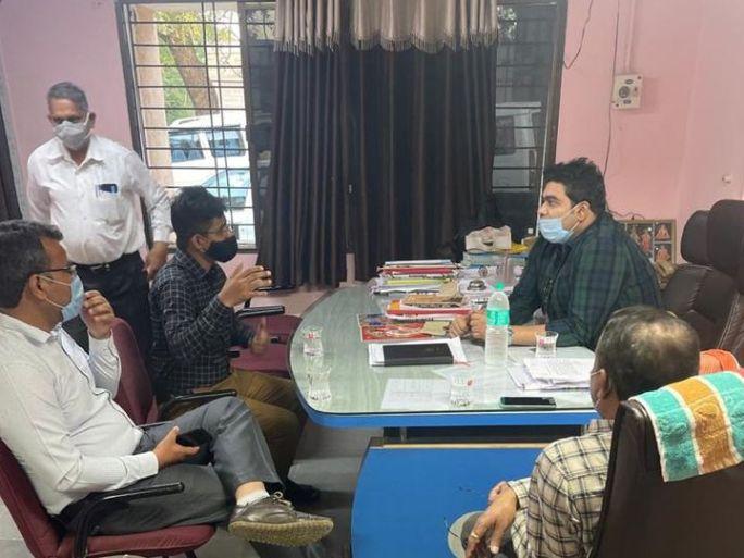 દાહોદ જિલ્લા વિકાસ અધિકારીએ લીમખેડા તાલુકા પંચાયતમાં ઓચિંતી મુલાકાત લીધી હતી. - Divya Bhaskar