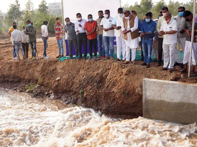 દાહોદ જિલ્લામાં મહી નદીના પાણીના ઠેરઠેર વધામણા કર્યા હતા. - Divya Bhaskar