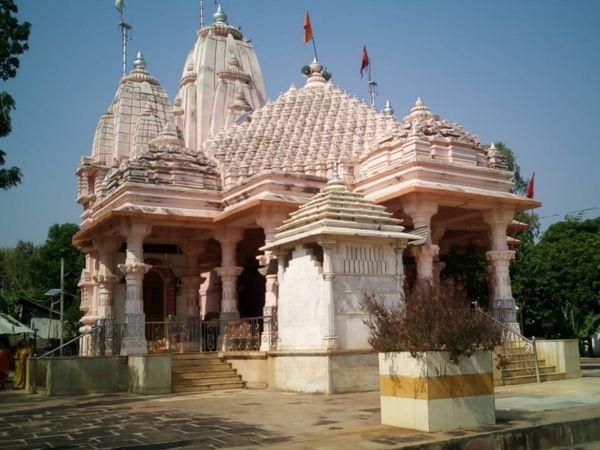 પાધર ગામે સોમનાથ શૈલીનું ભવ્ય મંદિર બાંધવામાં આવ્યું છે