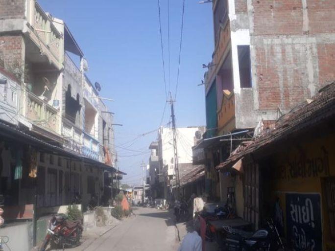 5થી વધુ કોરોનાના કેસ આવતાં ગામમા લોકડાઉનનો નિર્ણય સર્વાનુમતે લેવાયો - Divya Bhaskar