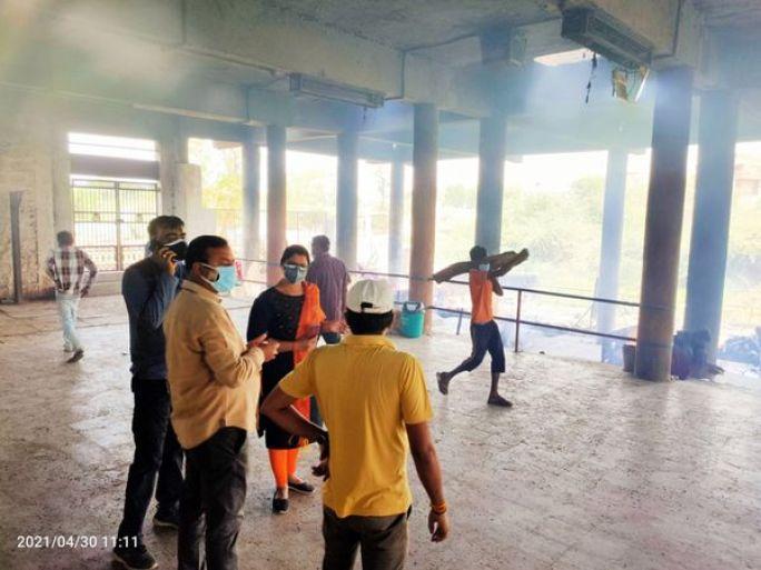 દાહોદ નગર પ્રમુખ સહિતની ટીમે સ્મશાનની મુલાકાત લીધી હતી. - Divya Bhaskar
