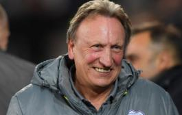 Neil Warnock's Surprise Visit To Welsh League Taffs Well