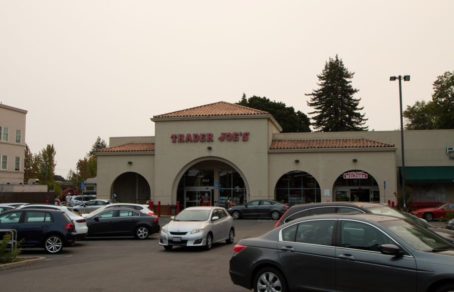 photo of a Trader Joe's grocery store