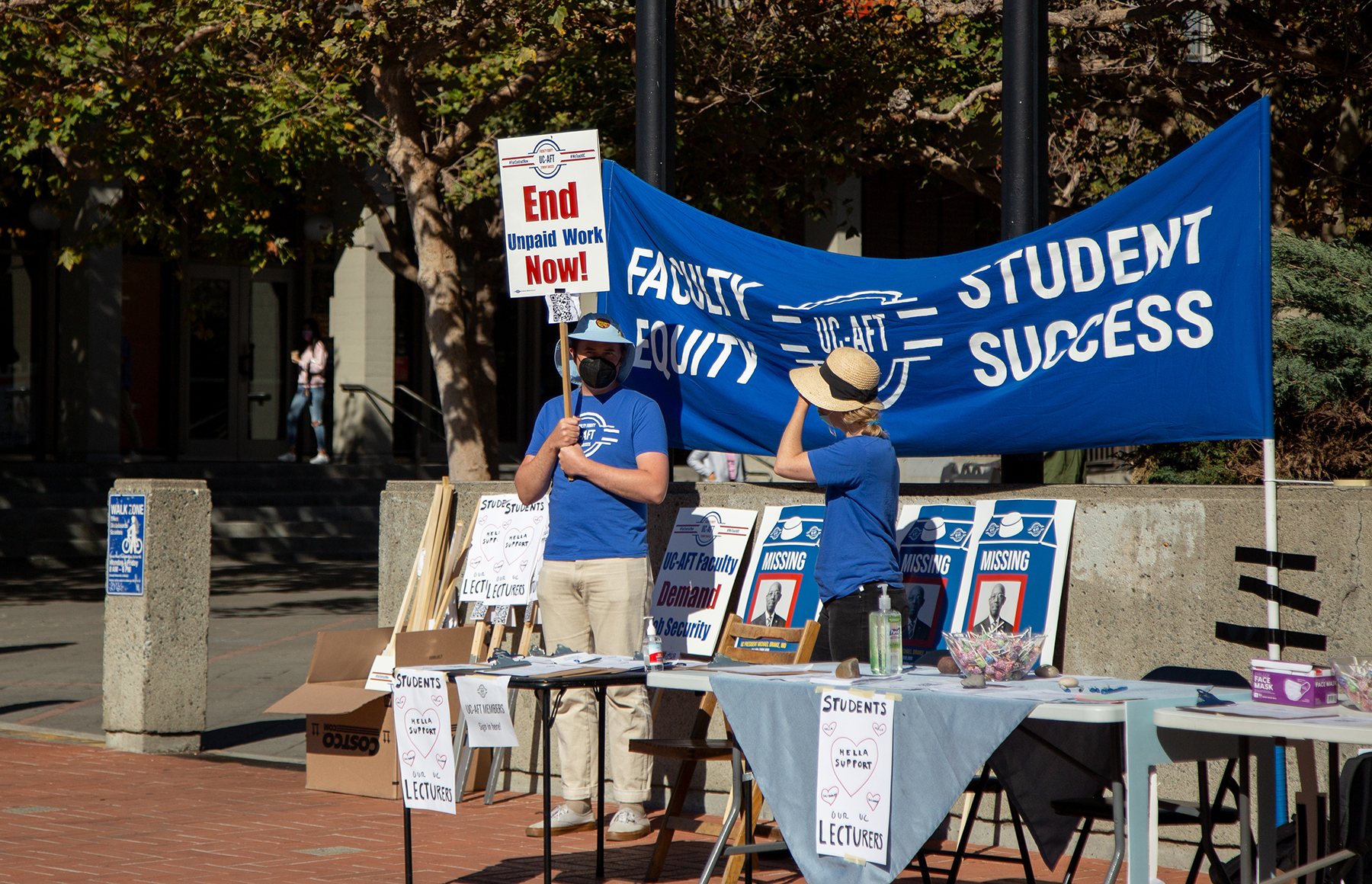 Lecturers organize rallies to call on UC for job security, fair salaries