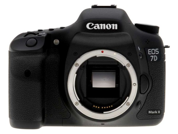 canon-7d-Mark-II_announcement_in-2014
