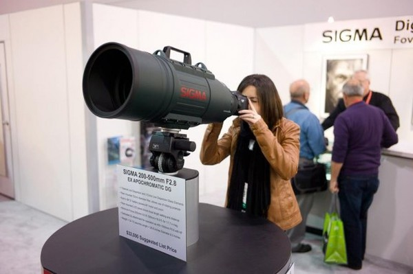 sigma-135-f2-lens