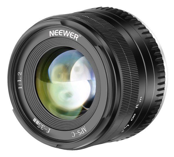 Neewer 35mm f/1.2 mirrorless lens for Fuji X and Sony E mounts