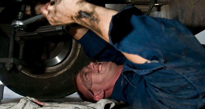 Car-Broke-Mechanic