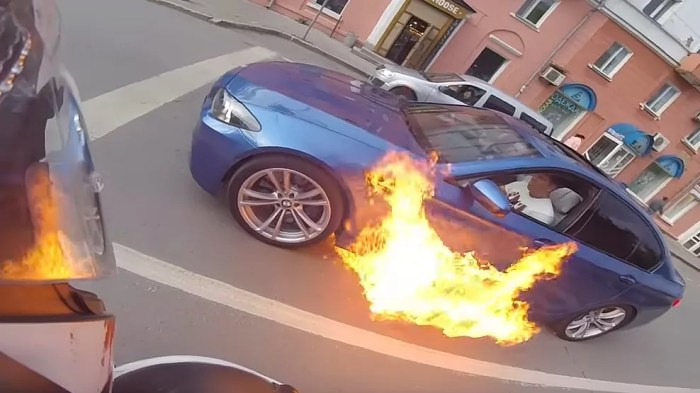 Rubbish BMW, 5 Series on fire in Russia, dailycarblog.com