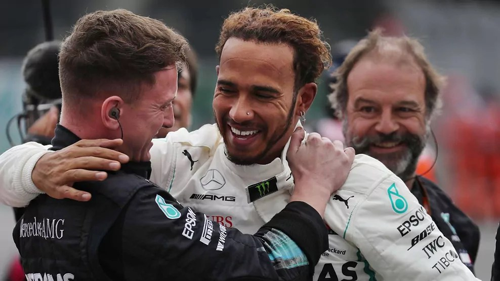 2018 Mexican Grand Prix, Hamilton, team hugs, smiles, Dailycarblog.com