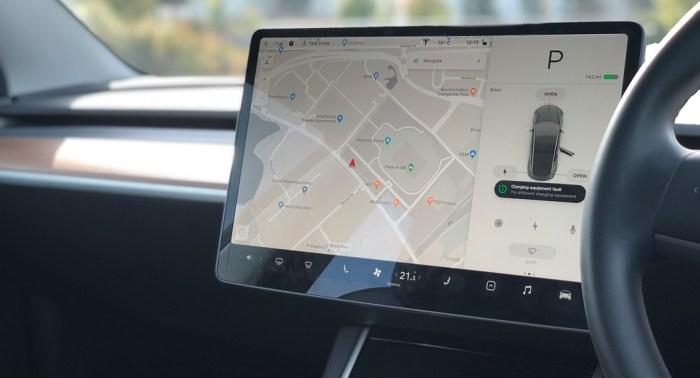 Tesla review by dailycarblog.com