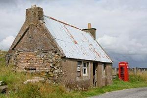 English: Deserted house and phone box, Cromor (Photo credit: Wikipedia)