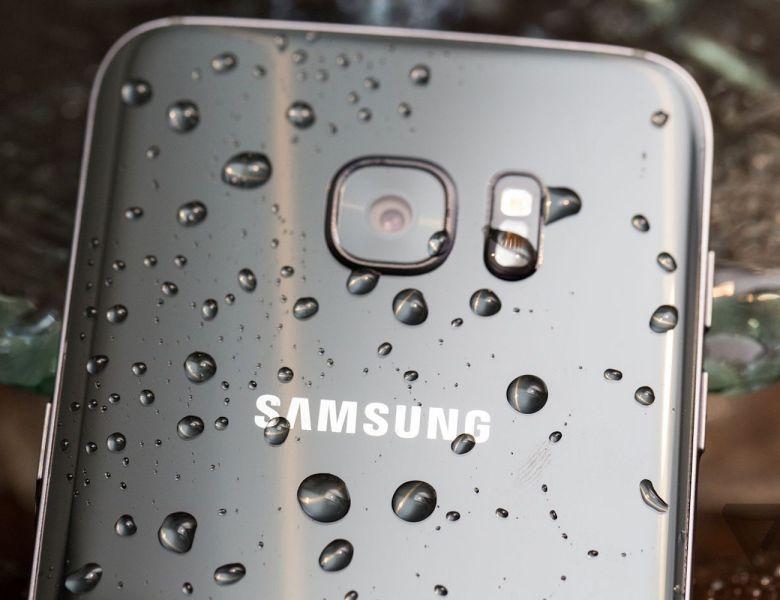Samsung Galaxy S7 Water Drops