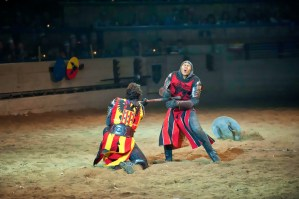 """Curly Girl On the Road """"Medieval Times"""" / Razones para visitar Medieval Times"""