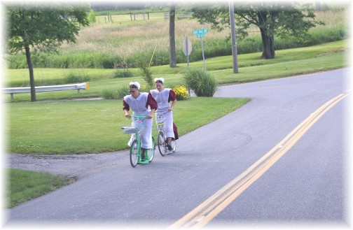 Amish girls on scooters (Photo by Doris High)
