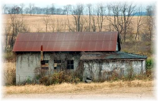 Abandoned Pennsylvania barn (photo by Doris High)