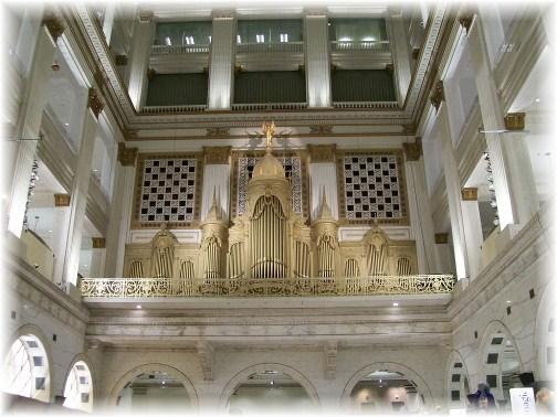 Grand court pipe organ in Philadelphia, PA