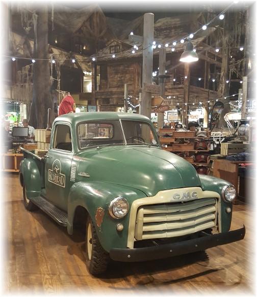 Memphis Pyramid, Bass Pro Shops GMC truck 8/8/17