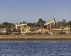 Oil Futures Rise, Dollar Steady, as Trade Talks Near