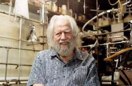 Alexander 'Sasha' Shulgin in his lab