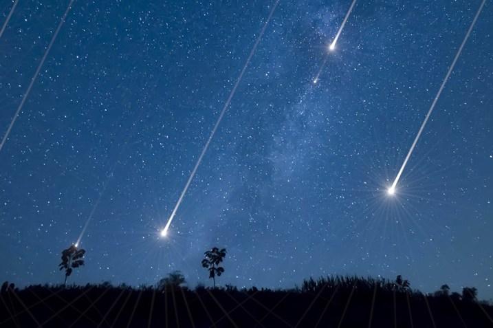 Meteors in the night sky