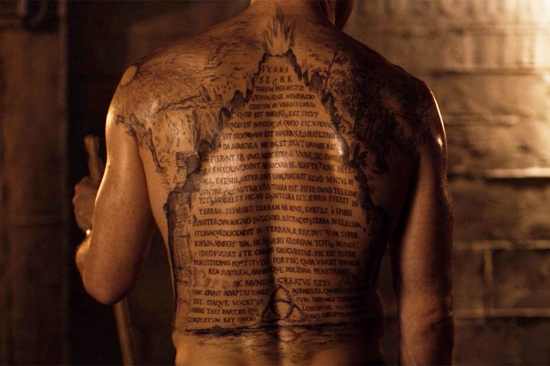 Noah's back tattoo of the Emerald Tablet in 'Dark'