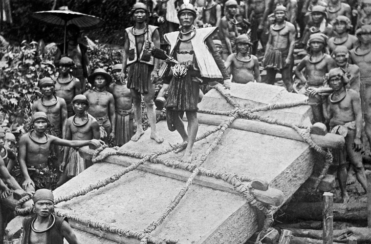 Nias villagers moving a megalith, ca. 1915 (Courtesy Tropenmuseum, Creative Commons)