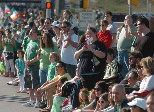 Parade, race combine for St. Patrick's weekend in Naperville