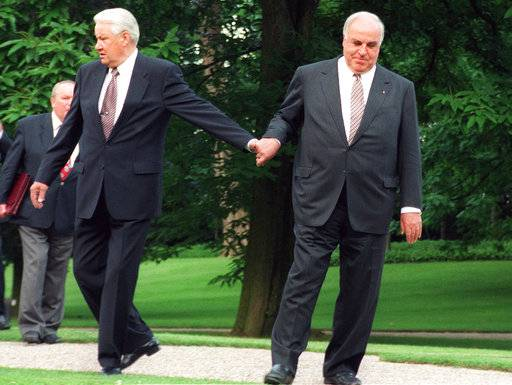 The Latest: IMF chief laments death of 'visionary' Kohl