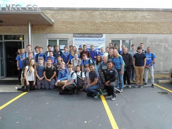 Hundreds of high school students tour Smith & Richardson
