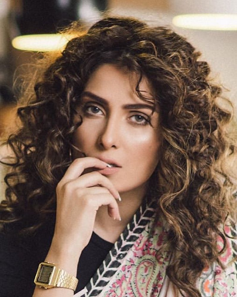 Ayeza Khan Looking Stunning in Her New Awesome Photoshoot