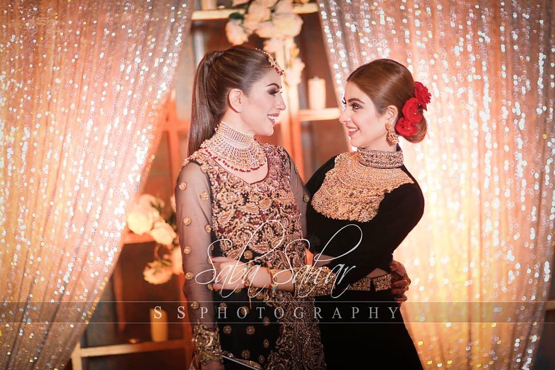 Awesome Photos of Saba Faisal with her Daughter Sadia Faisal at her Son Walima