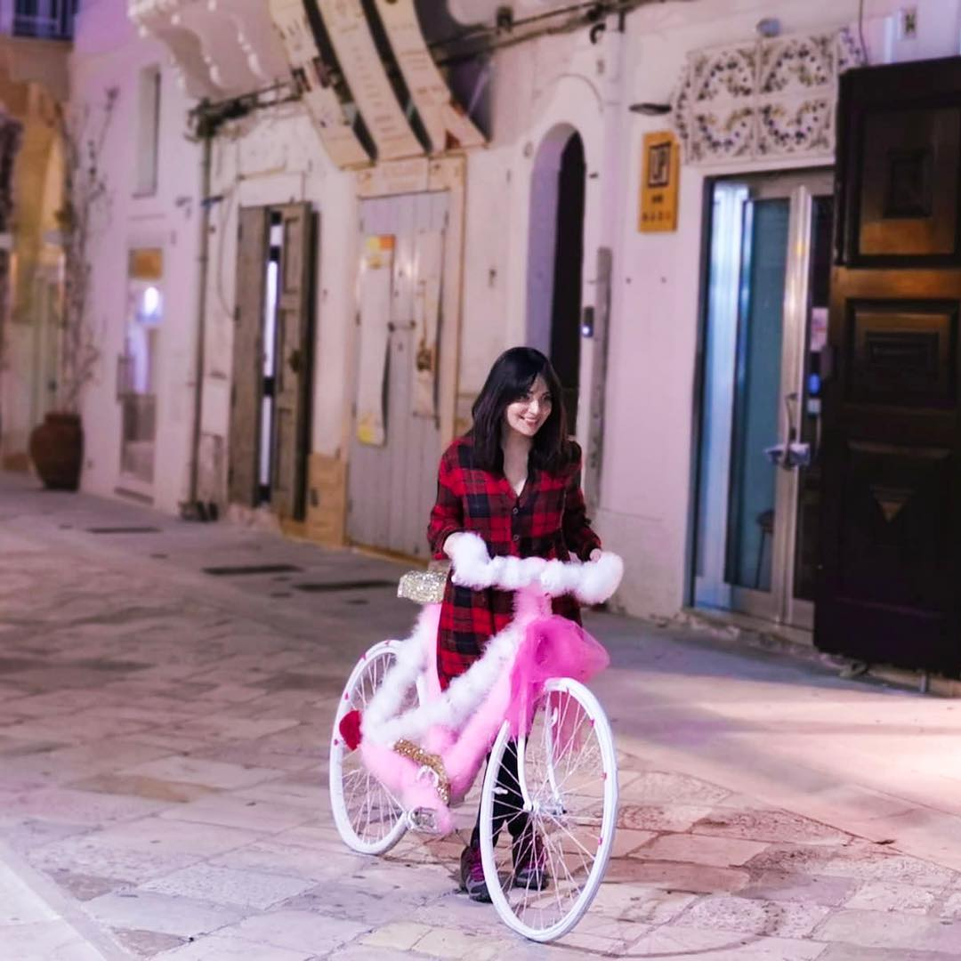 Armeena Khan Enjoying Vacations with her Fiance Faysal Khan in Italy
