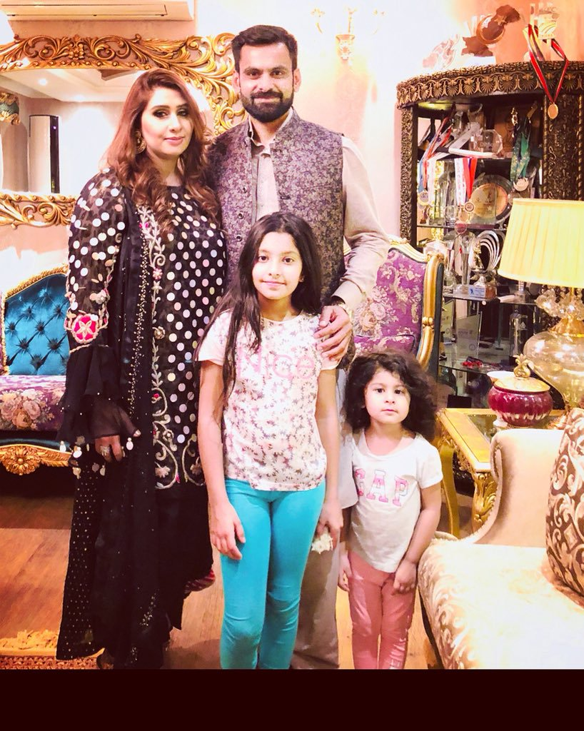 Awesome Photos of Cricketer Muhammad Hafeez with his Wife and Kids